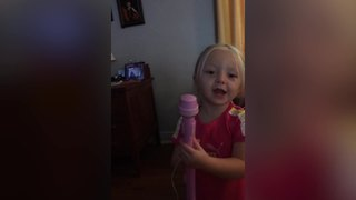 """Adorable Little Girl Sings The """"Taco Bell"""" Song"""