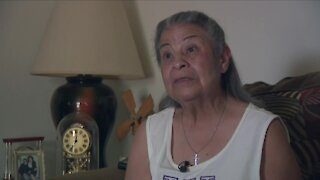 Mother wants to find man who helped daughter after she collapsed in the heat