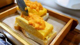 Sweet Japanese egg roll sandwich / korean street food