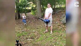 INGENIOUS DAD USES LEAF BLOWER TO PUSH DAUGHTER IN HER ROPE SWING