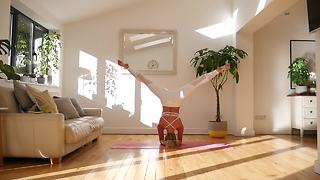Yoga Expert Demonstrates Awesome Headstand Workout