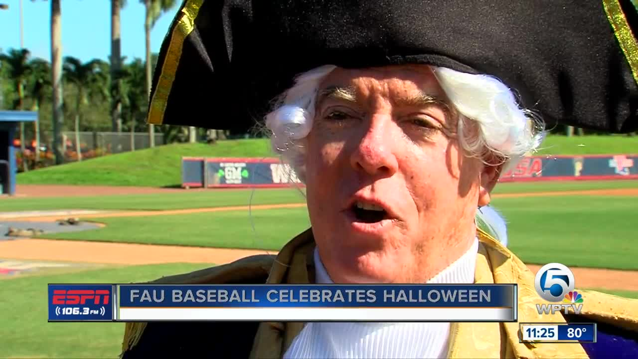 FAU Baseball celebrates Halloween
