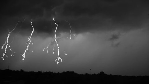 This Incredible Video Shows Lightning Strikes At 7000 Frames Per Second