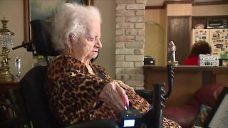 World's oldest living little person turns 98