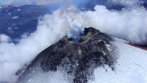World's largest volcano