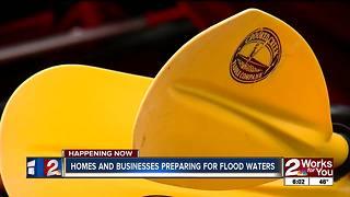 Businesses prepare for flooding along Illinois River