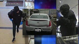 Deputies release photos of jewelry store robbery suspect