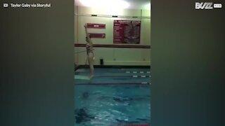 Hur man inte dyker ner i en pool