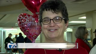 Gold Star mothers give Valentines to veterans