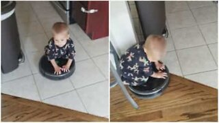 Lapsi ratsastaa pölynimurirobotilla