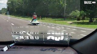 Hai mai visto una moto d'acqua usata su strada?