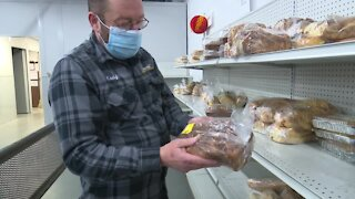 'Food for Neighbors' program supplies local pantries during holiday season