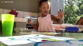 Cette fillette remporte adorablement son défi