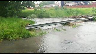 Rain causes flash flooding in Johannesburg (LBr)