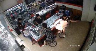 Smartphone battery explodes in client's hands in Vietnam