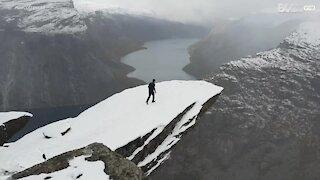 Un salto mortale a 1200 metri di altitudine