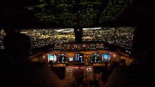 Utrolig landing i New York set fra cockpittet
