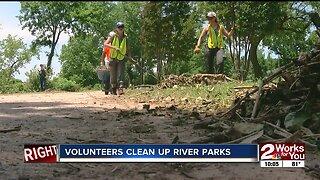 Volunteers clean up River Parks