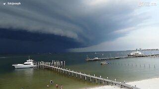 Nuvem assustadora é filmada no céu da Flórida