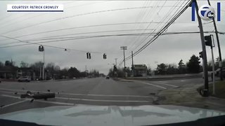 Traffic light comes crashing down in Amherst intersection
