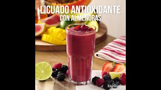 Antioxidant Smoothie with Almonds