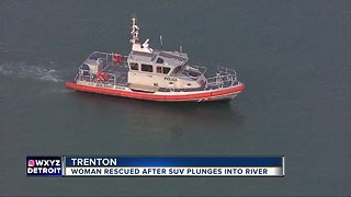 Police Sgt. helps use kayak to rescue woman who drove into Detroit River
