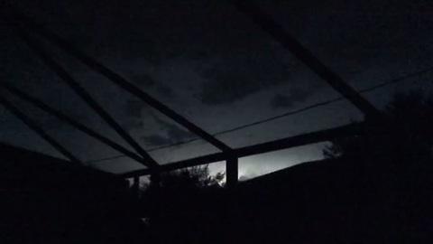 Hundreds of lightning strikes illuminate Florida sky in seconds