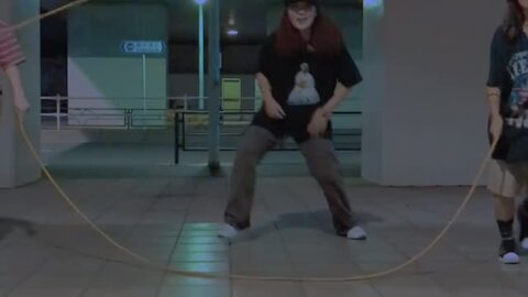 Woman pulls off totally epic Double Dutch dance routine