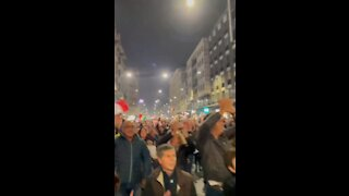 HUGE Crowd Protests Against Vaccine Mandates in Milan