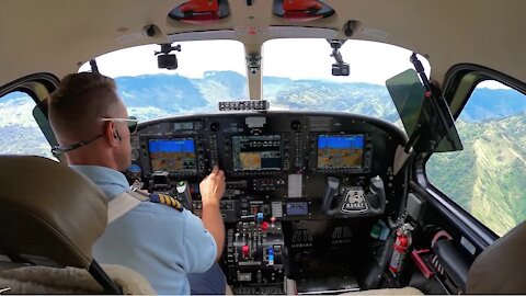 Pilot Makes An Incredible Landing On The World's Most Difficult Runway!