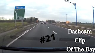 Dashcam Clip Of The Day #21 - World Dashcam - Driver Drives into ditch