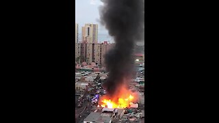Massive fire breaks out in Iquique, Chile