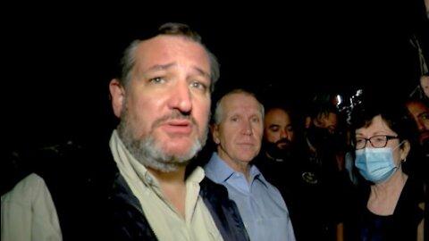 """Ted Cruz visitó la FRONTERA y encontró 3 TRAFICANTES de PERSONAS: """"Nos están gritando"""""""