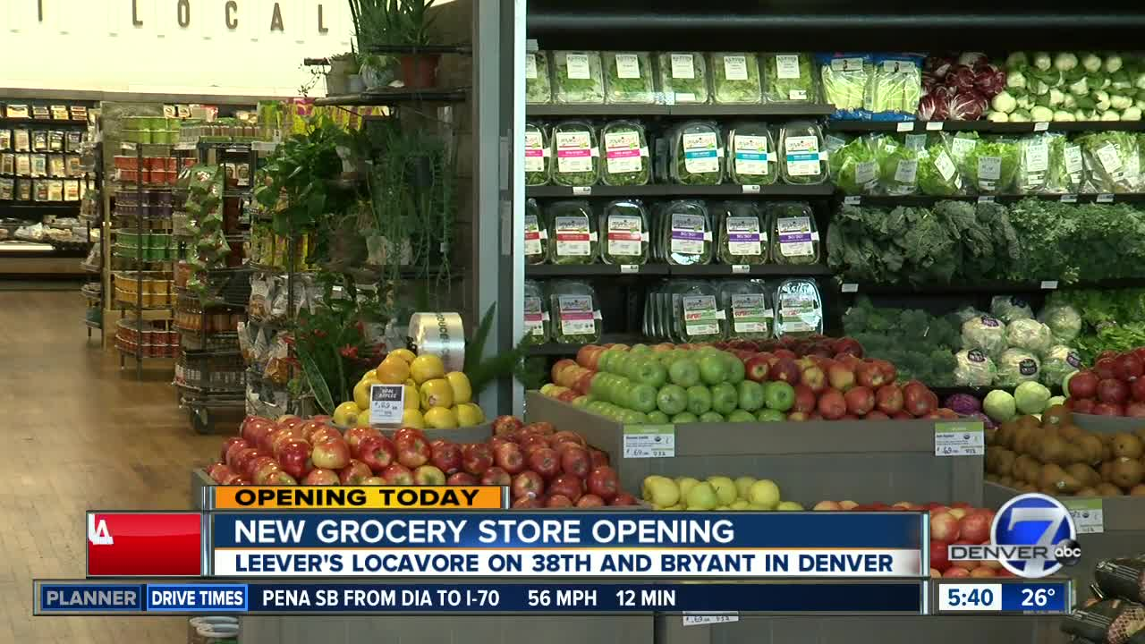 New grocery store has restaurants and a bar inside