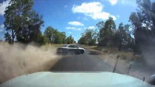 Risky overtake ends in total loss of control