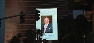 Sheldon Adelson tibutes on Las Vegas Strip