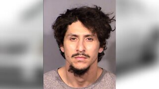 Las Vegas man arrested after trying to pull over cop