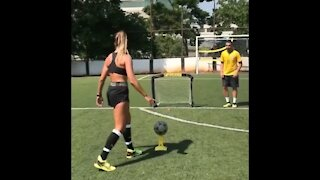 Training skills with Natalia Guitler 🇧🇷 Fun skills in brazil