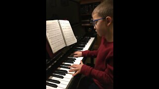 Musically gifted child plays Joy to the World on the piano!