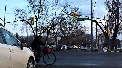 Oblivious cyclist runs red light, has close call with SUV
