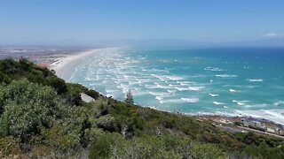 SOUTH AFRICA - Cape Town - Beach Life (Video) (aKr)