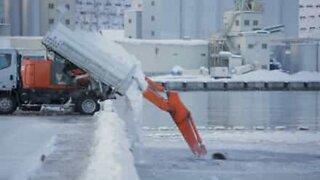 En kreativ Japansk måte å fjerne snø på!