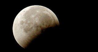 Η Σελήνη συρρικνώνεται και σείεται: Αποκαλυπτική η νέα έρευνα της NASA