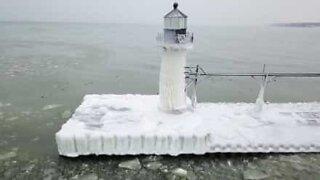 O Farol Saint Joseph nos estados unidos está congelado
