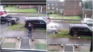 Denne fyren lærte dette på den harde måten, ikke parker på vått gress!