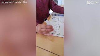 Criança fica confusa com desenho!