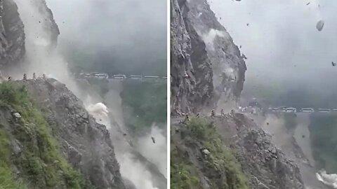 Intense rockslide caught on camera in Himalayan Pass