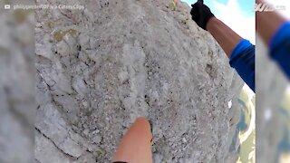 Amigos fazem percurso de montanha impressionante