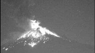 Film viser utrolig vulkanutbrudd i Mexico