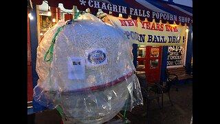 Hugh Mungus popcorn ball preparing for drop